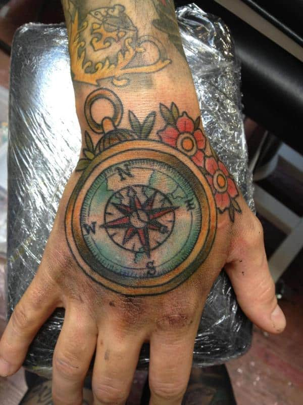 Compass tattoos for men ideas and designs for guys for Tattoo bussola significato