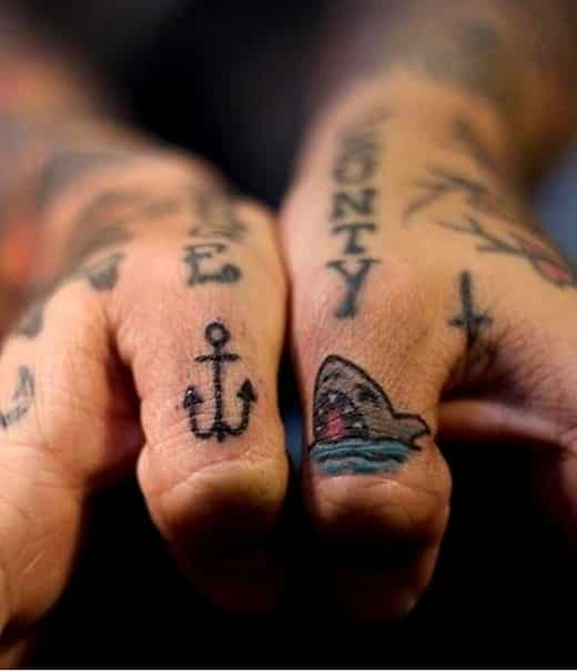 finger-tattoos-09