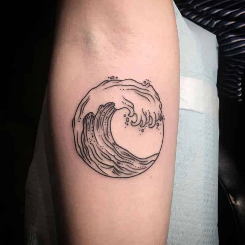 6c1af2d8f A more simplistic tattoo, but still sublime, also a whirling wave, but this  time it's not blue anymore. The color black represents mystery and  protection, ...